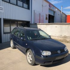 VW Golf IV Break - 1.6 benzina