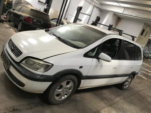 Opel Zafira A (2)